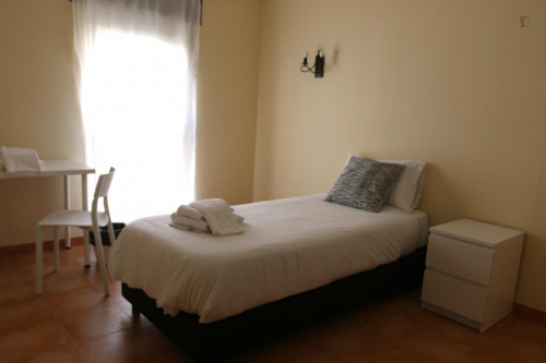 Sunny single bedroom near Carcavelos train station  - Gallery -  1