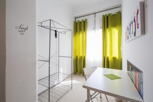 Very bright single room next to Saldanha metro station  - Gallery -  3
