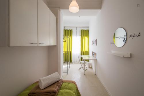 Very bright single room next to Saldanha metro station  - Gallery -  2