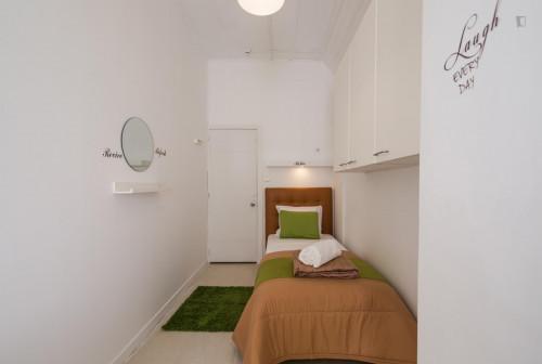 Very bright single room next to Saldanha metro station  - Gallery -  1