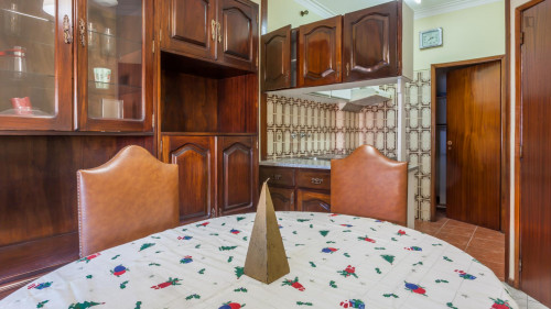 Sunny 1-bedroom apartment in Pedrouços  - Gallery -  2