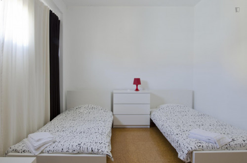 Twin ensuite bedroom in big student residence near Saldanha  - Gallery -  2
