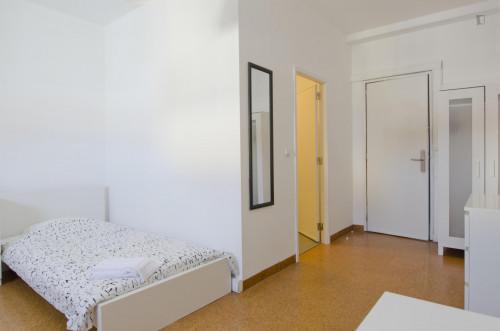 Twin ensuite bedroom in big student residence near Saldanha  - Gallery -  3