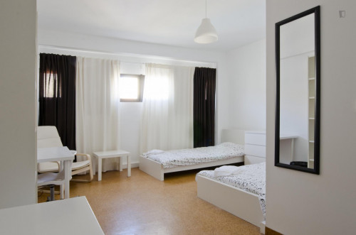 Twin ensuite bedroom in big student residence near Saldanha  - Gallery -  1