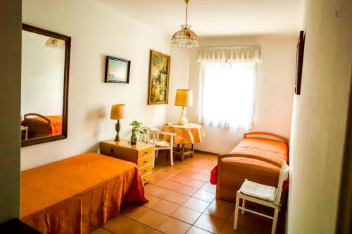 Sunny twin bedroom in a flat, in El Viso  - Gallery -  1