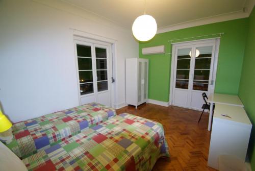 Twin bedroom (Green) near Areeiro metro station  - Gallery -  2