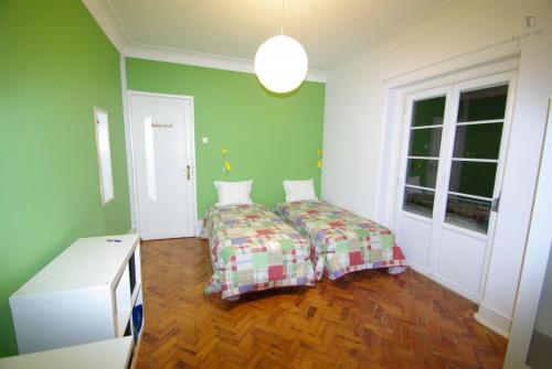 Twin bedroom (Green) near Areeiro metro station  - Gallery -  1