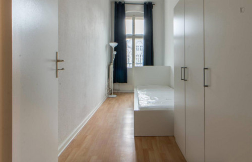 Well kept single room with enclosed balcony in Tempelhof-Schöneberg  - Gallery -  3