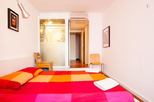 Very cool double ensuite bedroom, next to Drassanes metro station  - Gallery -  3