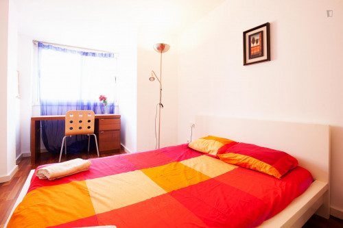 Very cool double ensuite bedroom, next to Drassanes metro station  - Gallery -  2