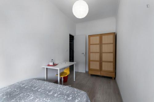 Welcoming double bedroom in Amadora  - Gallery -  3