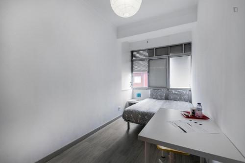 Welcoming double bedroom in Amadora  - Gallery -  1