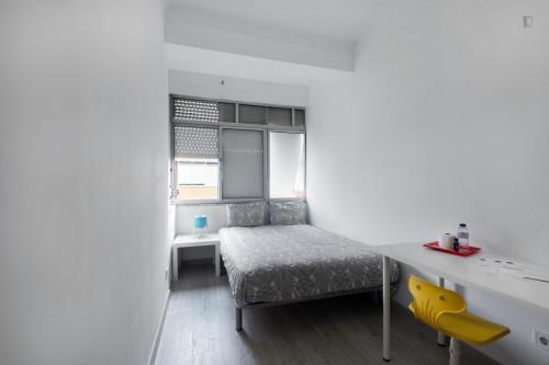 Welcoming double bedroom in Amadora  - Gallery -  2