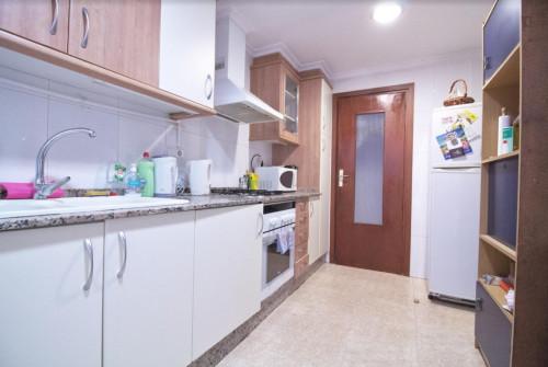 Welcoming single bedroom close to Aragón metro station  - Gallery -  8