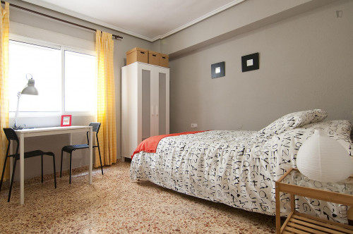 Very cool double bedroom in L'Amistat  - Gallery -  1