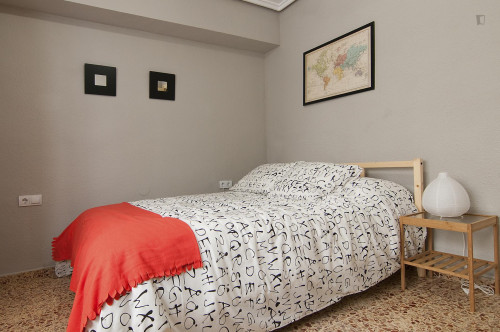 Very cool double bedroom in L'Amistat  - Gallery -  2