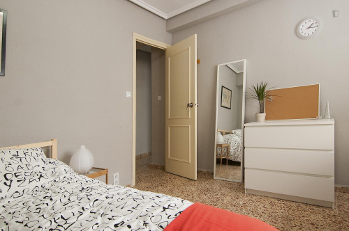 Very cool double bedroom in L'Amistat  - Gallery -  4