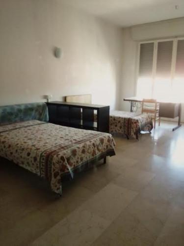 Twin bedroom in a 3-bedroom apartment near porta san Felice. Quinto piano con as  - Gallery -  1