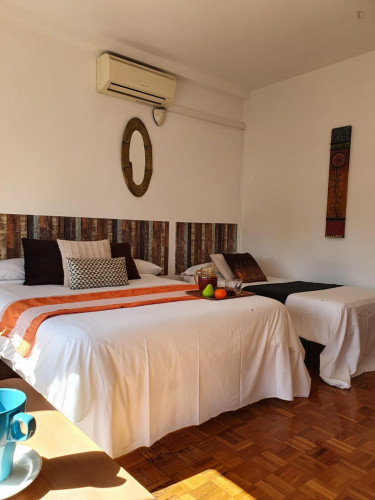 Twin bedroom in a 4-bedroom apartment near Plaça d'Espanya  - Gallery -  2