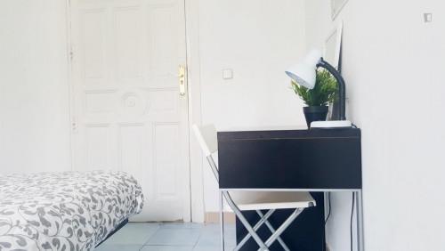 Tasteful double bedroom near the popular Puerta del Sol area  - Gallery -  3