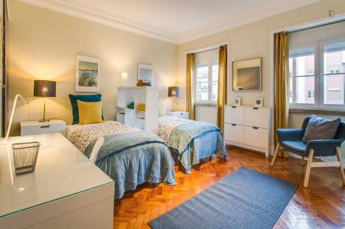 Twin bedroom in Roma-Areeiro  - Gallery -  1