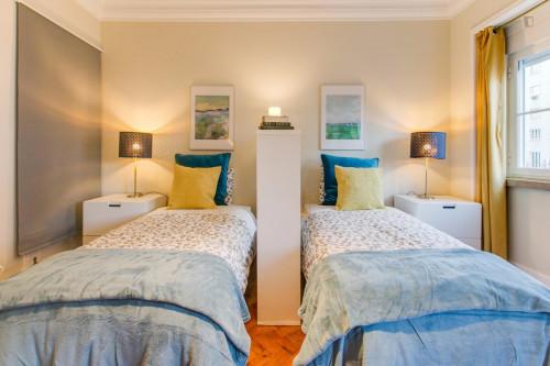 Twin bedroom in Roma-Areeiro  - Gallery -  3
