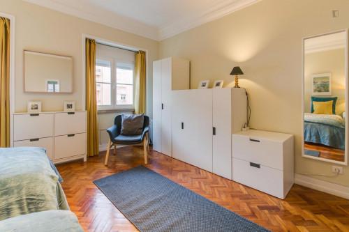 Twin bedroom in Roma-Areeiro  - Gallery -  2
