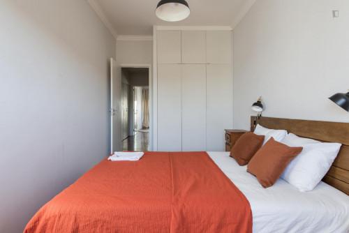 Very neat double bedroom in Restelo  - Gallery -  3