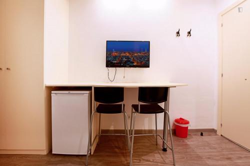 Well-located double ensuite bedroom in El Raval  - Gallery -  3