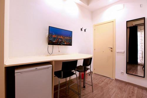 Well-located double ensuite bedroom in El Raval  - Gallery -  4
