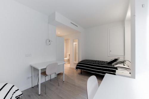 Twin bedroom, with an ensuite bathroom, in Berruguete  - Gallery -  2