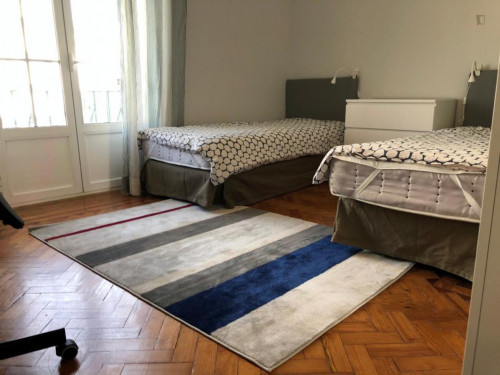 Twin bedroom in a 3-bedroom apartment near Roma metro station  - Gallery -  1