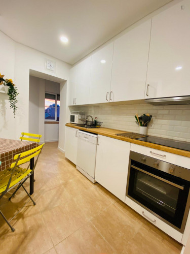 Twin bedroom in a 3-bedroom apartment near Roma metro station  - Gallery -  2