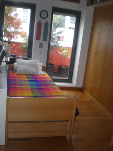 Very nice bedroom, with private bathroom and balcony, in 6-bedroom apartment  - Gallery -  1
