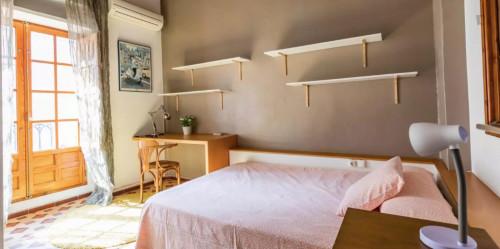 Sunny double bedroom in La Roqueta  - Gallery -  3