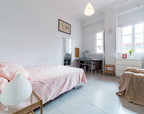 Very nice double bedroom with a balcony, near the Túria metro station  - Gallery -  1
