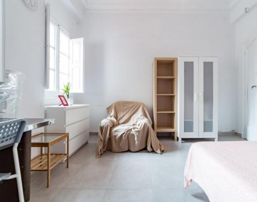 Very nice double bedroom with a balcony, near the Túria metro station  - Gallery -  3