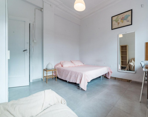 Very nice double bedroom with a balcony, near the Túria metro station  - Gallery -  2