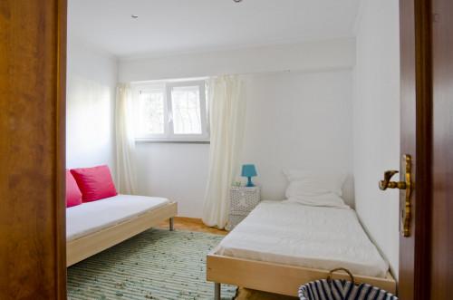 Twin bedroom in a pleasant 3-bedroom flat in Telheiras  - Gallery -  3
