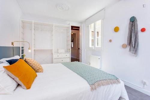 Wonderful 3-bedroom apartment near Sant Antoni metro station  - Gallery -  6