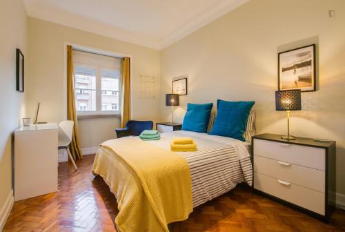 Wonderful spacious Double bedroom at charming Avenida de Roma location  - Gallery -  3
