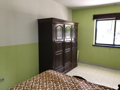 Zimmer ca.20qm in einem schönem Haus mit grossem Garten in Sesimbra  - Gallery -  2