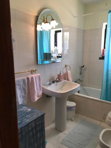 Zimmer ca 20qm in einem schönen Haus mit 100qm in Sesimbra mit grossen Garten  - Gallery -  8