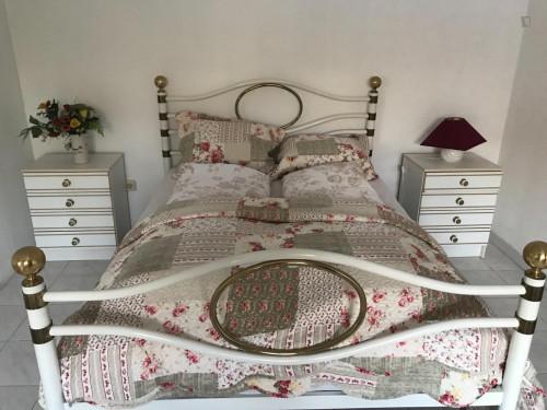 Zimmer ca 20qm in einem schönen Haus mit 100qm in Sesimbra mit grossen Garten  - Gallery -  1