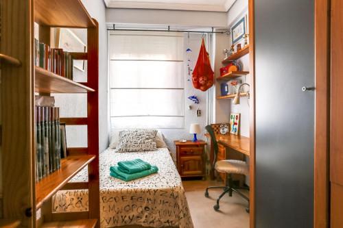 Warm single bedroom near Antonio Machado metro station  - Gallery -  1