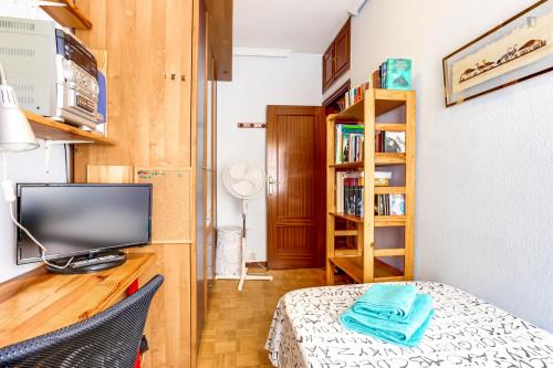 Warm single bedroom near Antonio Machado metro station  - Gallery -  3