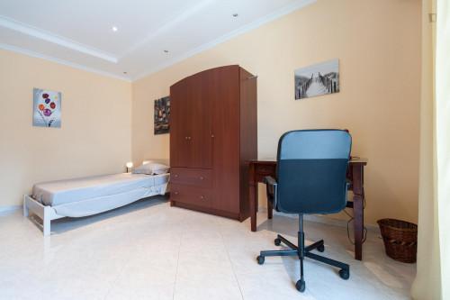 Tasteful single bedroom in the Torre Gaia neighbourhood  - Gallery -  2