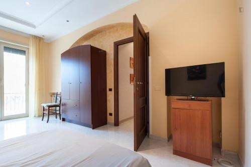 Tasteful single bedroom in the Torre Gaia neighbourhood  - Gallery -  3