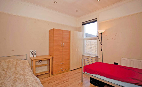 Room 1 - Bed 1A/Twin - Gallery - 2