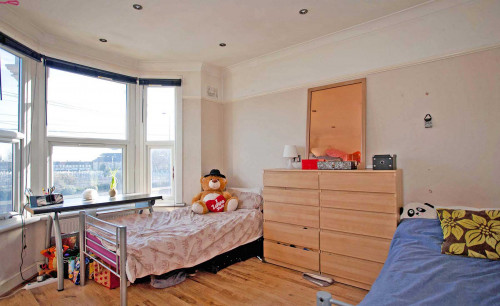 Room 2 - Bed 2B/Twin - Gallery - 3